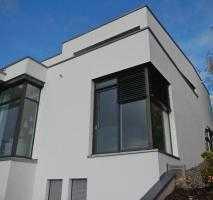 Eleganter Neubau im Bauhausstil mit Garten in unverbauter Südhanglage