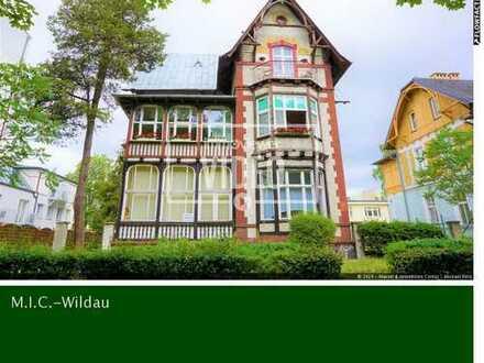 Altbauwohnung in charmanter Villa mit Blick in den Park
