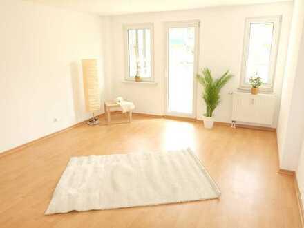 Frische renovierte, helle, freundliche 2-Raum-Whg mit tollem Schnitt