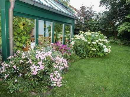 Attraktives Haus mit Wintergarten und wunderschön angelegtem Garten