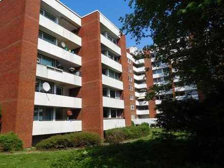Besichtigung auch Samstag möglich. 3 Zimmer-Wohnung mit Wannenbad, Gäste-WC und Balkon...