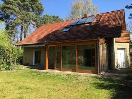 Komfortables Haus mit sechs Zimmern und Wintergarten in Kleinmachnow