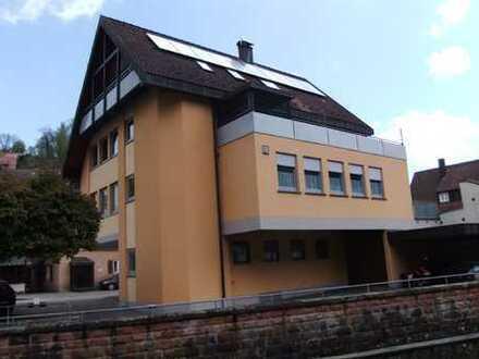 Charmante, neuwertige 3-Zimmer-Wohnung mit Balkon und Einbauküche in Altensteig