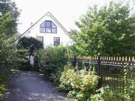 Schöne Doppelhaushälfte in grüner Hinterlandbebauung