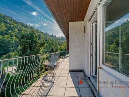 ERSTBEZUG NACH SANIERUNG - Helle 3 Zimmer Dachgeschosswohnung in kleinem Mehrfamilienhaus