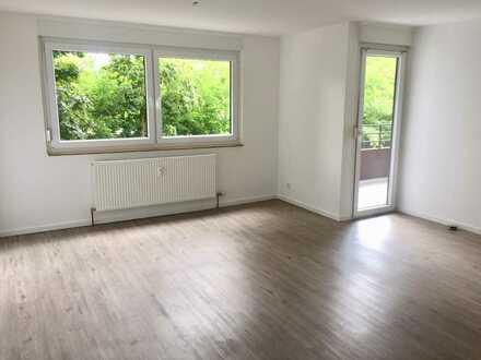 Vollständig renovierte 2-Zimmer-Wohnung mit Balkon und Einbauküche in Linkenheim-Hochstetten