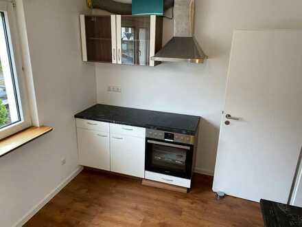 Neuwertige Wohnung mit zwei Zimmern und Terasse in Großwallstadt