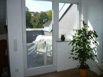 Neue,kompl.möbilierte Dachgeschoßw.ideal für drei Monteure/Pendler .1 Minute zur S-Bahn/10 Minuten A