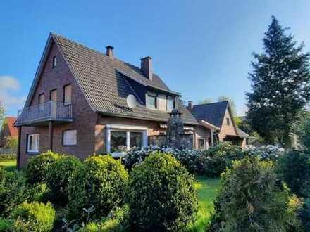 Einfamilienhaus mit Nebengebäude auf großem Grundstück in Neerstedt