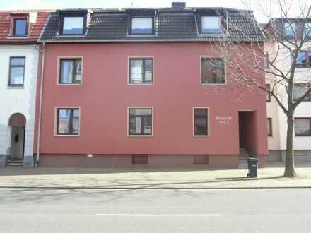 4 Zimmer Wohnung mit großer Küche und Balkon, auch als WG geeignet