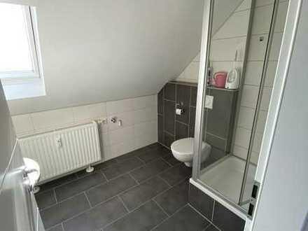 Exklusive, modernisierte 1-Zimmer-DG-Wohnung mit Einbauküche in Stuttgart
