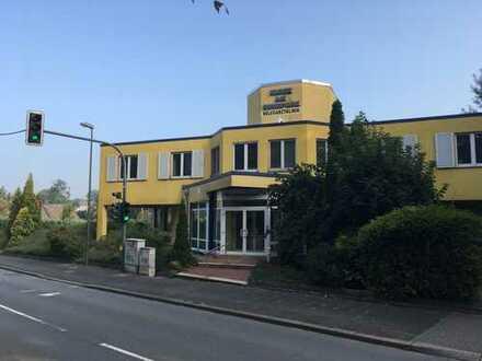 Klinik am Ruhrpark -Großes, freistehendes Gewerbeobjekt mit Aufzug und eigenen Parkflächen-