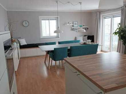 Stilvolle, neuwertige 6-Zimmer-Maisonette-Wohnung mit Balkon und Einbauküche in Oberstimm