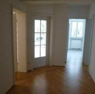 Helle, großzügige Zwei-Zimmer-Wohnung in München, Bogenhausen