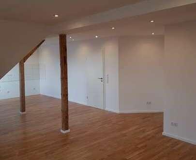 ERSTBEZUG ! Moderne 3 Zimmer Altbauwohnung im schönen Hof