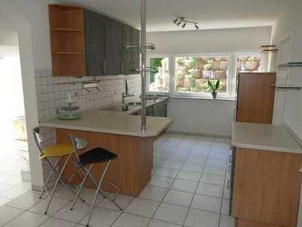 ... mit Einbauküche in ruhiger Traumlage
