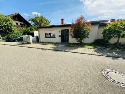 Modernisierte Doppelhaushälfte mit der Möglichkeit einer Einliegerwohnung mit separatem Eingang!