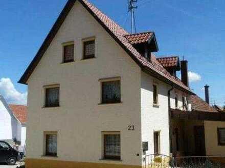 Schönes Haus mit acht Zimmern in Ludwigsburg (Kreis), Erdmannhausen