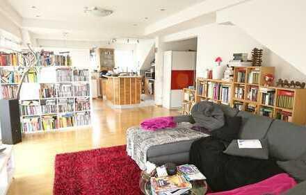 Attraktive 4,5 Zimmerwohnung im Dachgeschoss mit Garage, Stellplätzen & Gartenanteil!