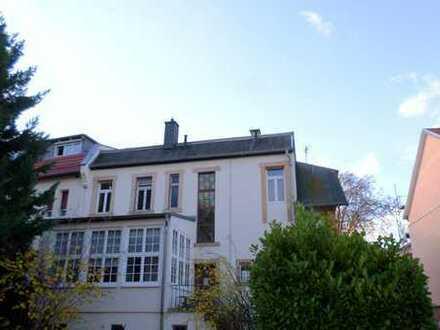Schöne 3-Zimmer-Wohnung in stilvoller Altbauvilla
