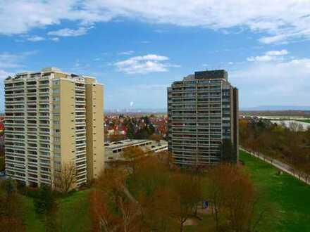 Eigennutzen oder Kapitalanlage! Renov.bedürftiges Hochhaus-Apartment. mit Balkon, Stellpl. u. Keller