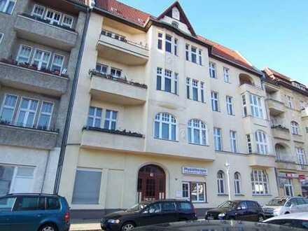 Renovierte 2-Zimmer-Wohnung mit Balkon und EBK in Spandau, Berlin