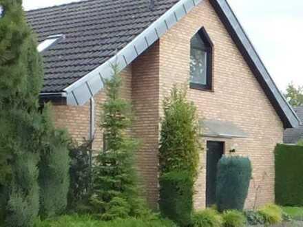 Moderne, individuelle Doppelhaushälfte mit großzügiger Terrasse