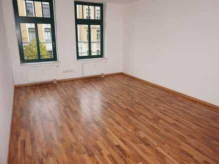 Wohnen in Altendorf - neues Laminat ! - 1. OG - Bad mit Fenster + große Küche