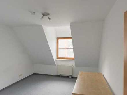Zimmer in 5er-WG direkt bei Erlangen