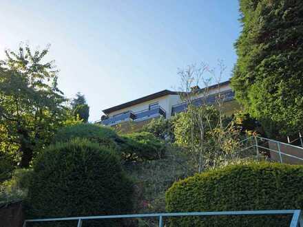 Schönes, geräumiges Haus in einzigartiger Hanglage mit fünf Zimmern in Heidelberg, Neuenheim