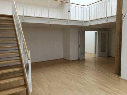 Atemberaubende 3 Zimmer Galeriewohnung