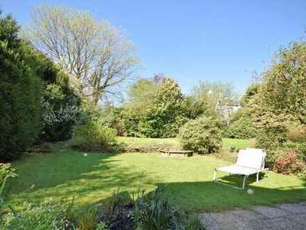 Erweitern Sie Ihren Spielraum! Sonnige, schöne, hausgroße Wohnung mit Garten in Alt-Bredeney