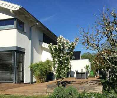 * Neuwertiges Einfamilienhaus mit großem Garten - in ruhiger Lage *