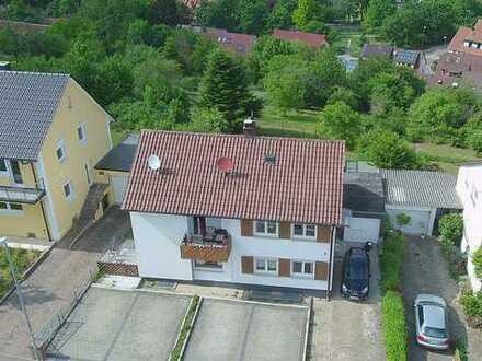 Kernsaniertes Zweifamilienhaus in sehr ruhiger Lage und mit Blick aufs Kloster