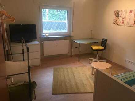 Wohlfühl WG-Zimmer f. Neugründung in frisch sanierter 76 m2 Wohnung mit großem Wohnzimmer und Terras