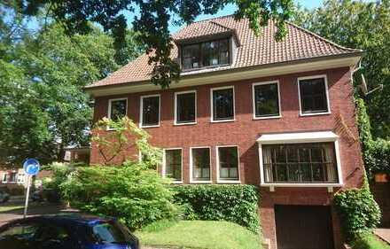 Sonnige 3-Zimmer-DG-Wohnung mit Loggia und EBK in Emden Stadt