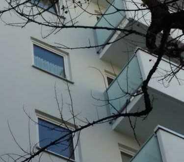 Helle und freie 2-Zimmer-Wohnung mit Balkon und Einbauküche in Moosach, München