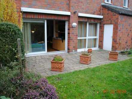 Große Wohnung mit eigenem Garten und Terrasse