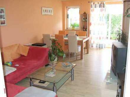 Stilvolle, neuwertige 3-Zimmer-EG-Wohnung mit EBK, Terrasse, Gäste-WC, Abstellr in Augsburg Pferrsee