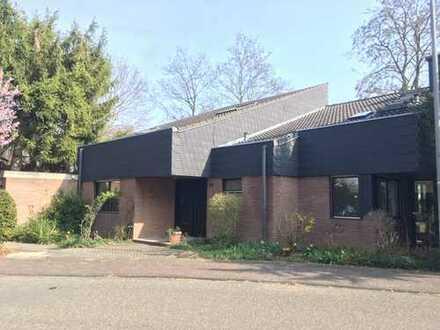 Freistehendes Einfamilienhaus mit 7 Zimmern in lockerer und offener Bauweise in MZ- Bretzenheim