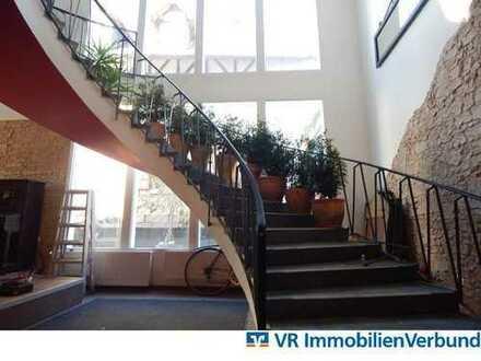 3 Etagen mit über 350m² Wohn- und Nutzfläche im Zentrum