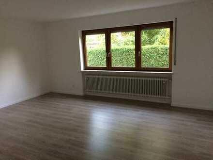 Modernisierte 4-Zimmer-EG-Wohnung mit Garten und Einbauküche in Oberhinkofen