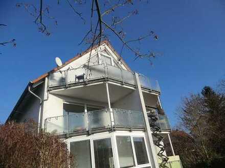 Sonnige 2-Zimmer-Wohnung mit großem Süd-Balkon und Tiefgaragenplatz in Walldorf