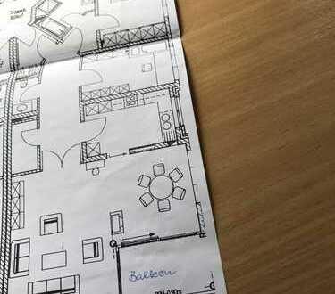 Gepflegte 3-Raum-Komfortwohnung zentral nahe Altstadt mit Balkon, Fahrstuhl, 2xCarport, Einbauküche