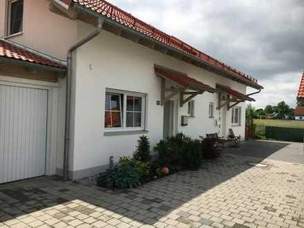 Moderne Doppelhaushälfte mit drei Zimmern in Hallbergmoos