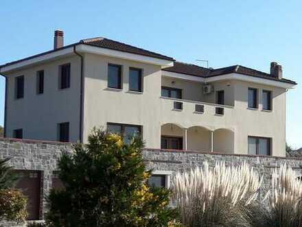 Luxuriöse Villa – 15 Min. vom Meer und 20 Min. vom Zentrum Thessalonikis
