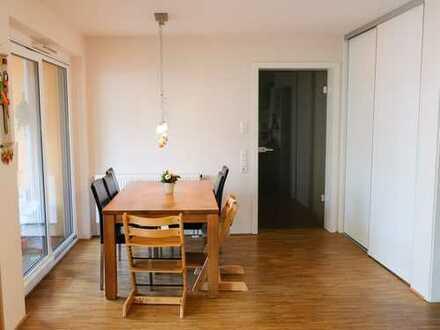 Neuwertige 5-Zimmer-Wohnung, teilmöbliert, mit Garten in der Tübinger Südstadt