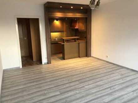 Sanierte 2-Zimmer-Wohnung mit Balkon und EBK, Zentral gelegen, Köln