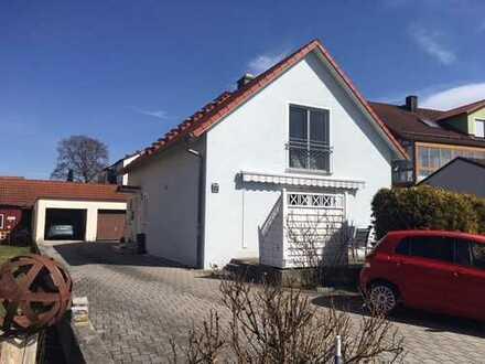 """""""Hübsches Haus mit Einlieger-Appartement sucht neue Familie..."""""""