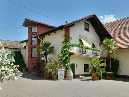 Gemütliches Büro oder 1-Zimmer Apartment in gefragter Ortslage von Mommenheim? Sie haben die Wahl.